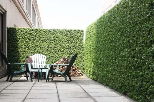 How artificial boxwood hedges build privacy screening
