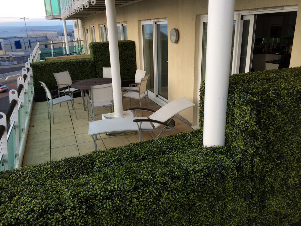 Artificial boxwood hedges faux boxwood mats panels for Balcony barrier